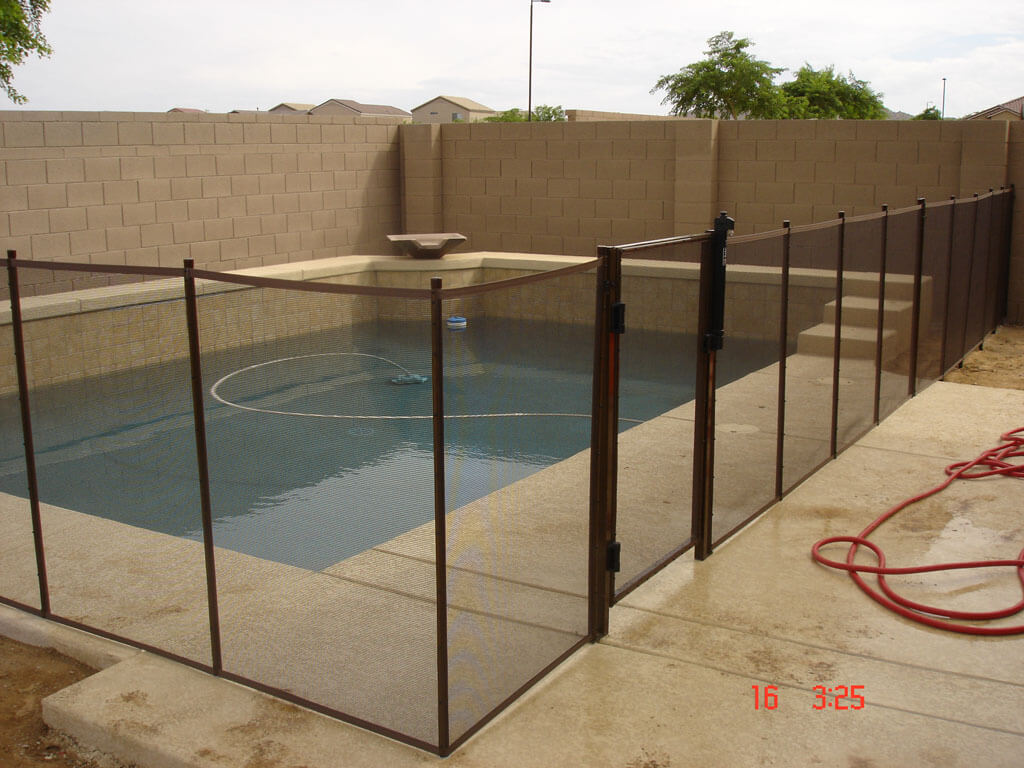 Dcs mesh pool fence barriers